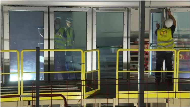Station Colombier - Aout 2019 - Pose des faux plafonds et des portes coulissantes