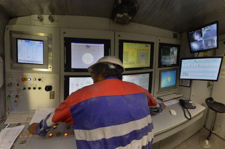 Cabine de pilotage du tunnelier - © Jean-Louis Aubert - <small>23/10/2015</small>