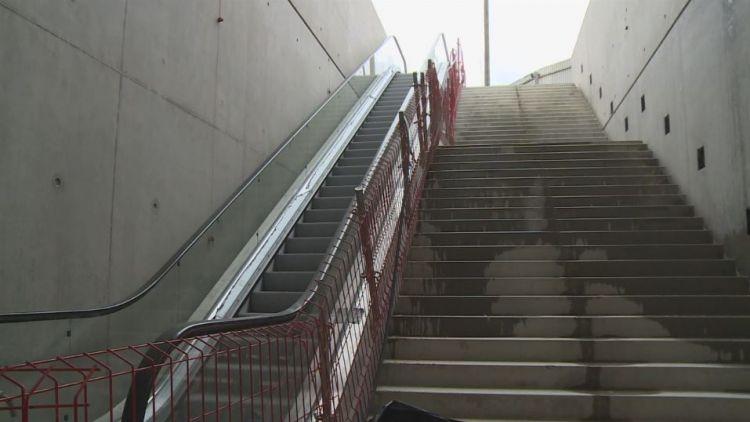 Station Saint-Jacques - Gaîté - Mars 2017 - Pose des escaliers mécaniques
