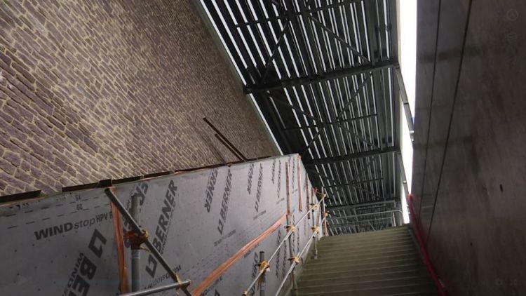 Station La Courrouze - Novembre 2018 - Parement en pierre des murs extérieurs