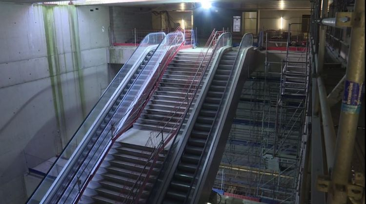 Station Gares - Décembre 2018 - Installation des escaliers mécaniques
