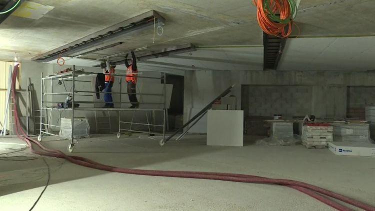 Station Sainte-Anne - Mars 2019 - Pose des dalles de plafond et passage des câbles de sonorisation